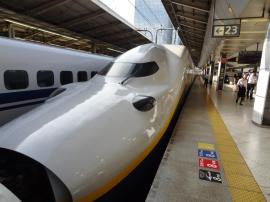 Un Shinkansen, équivalent du TGV.